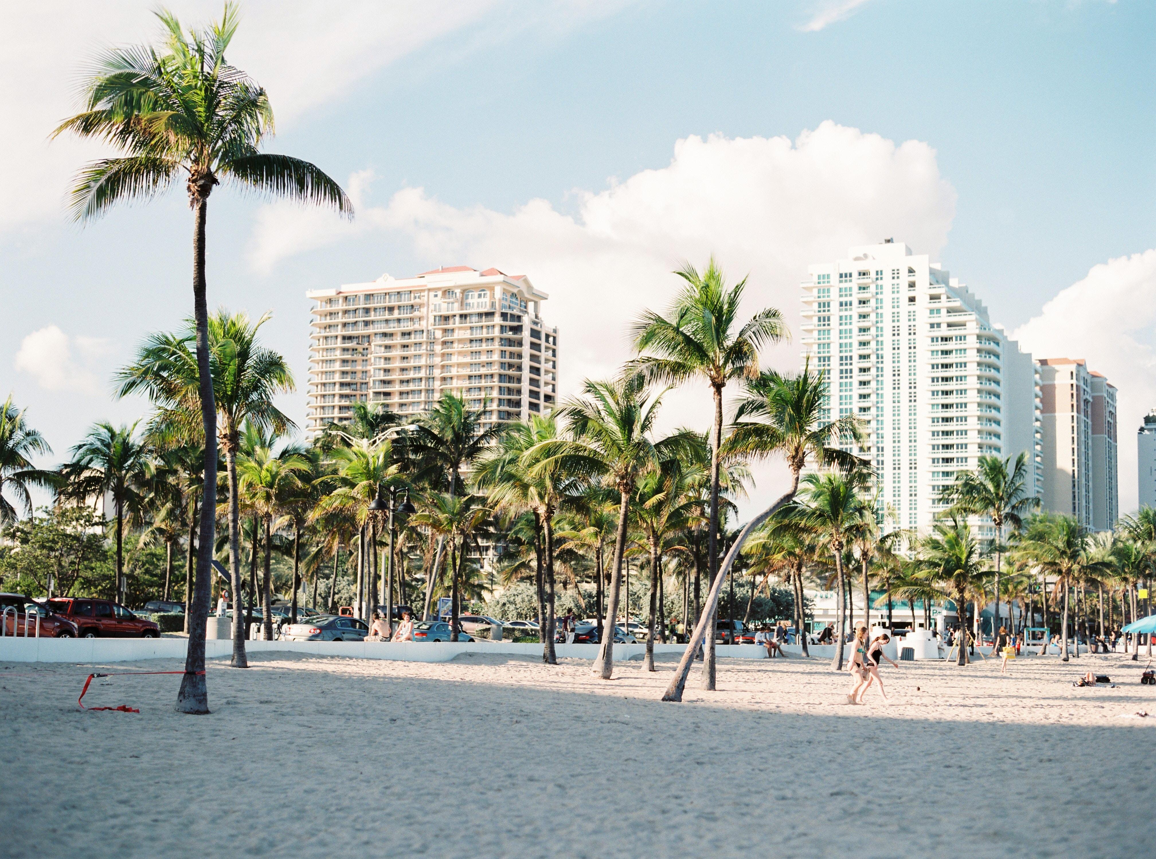 volar a Miami y de ahí en auto a Orlando resultó más económico.